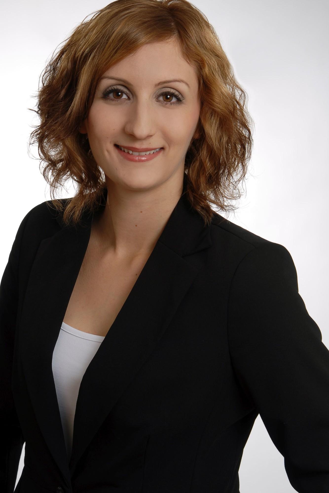 Nina Nowar