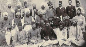 Der indische Reformer Mirza Ghulam Ahmad mit seinen Getreuen
